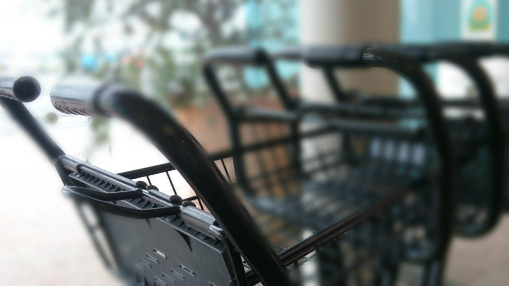 スーパーマーケットも近くで便利な物件 大杉ハウス